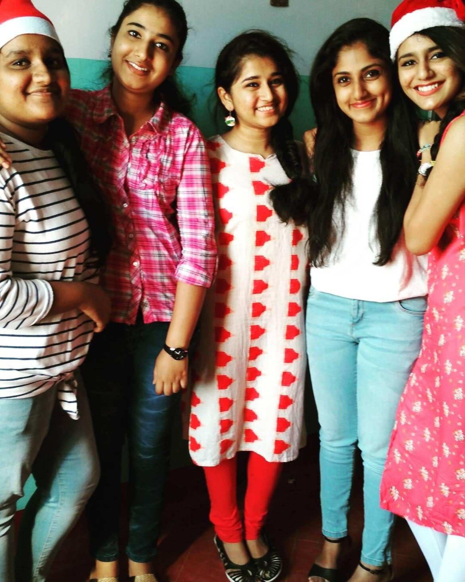Priya Prakash Boyfriend (BF), Friends and Family 02