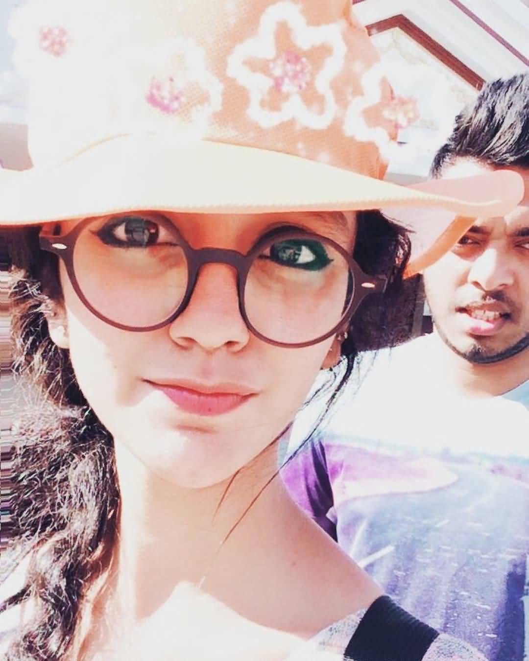 Priya Prakash Boyfriend (BF), Friends and Family 09