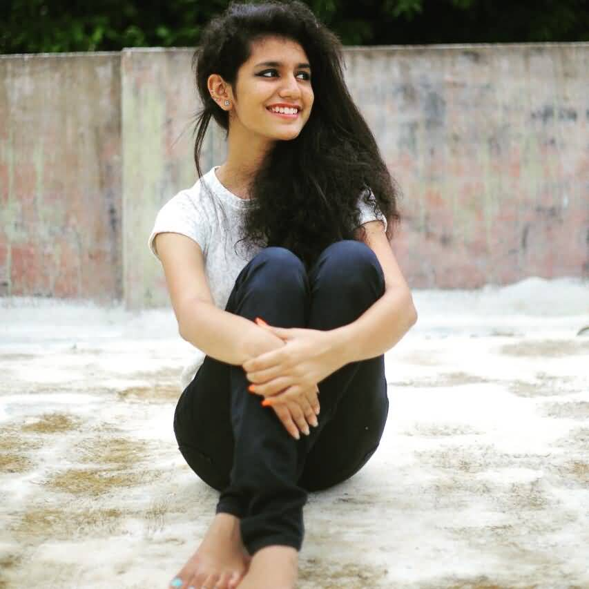 Priya Prakash Varrier HD Wallpaper Image 12