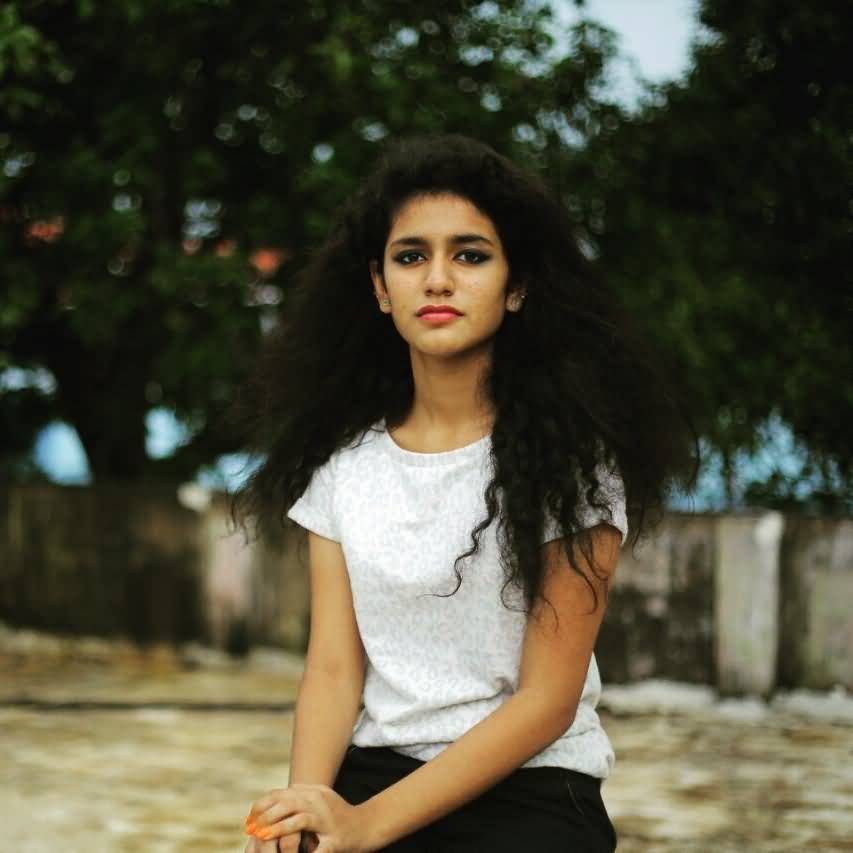 Priya Prakash Varrier HD Wallpaper Image 32