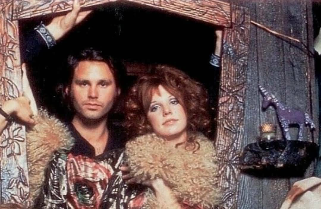 Some Rare Pictures Of Jim Morrison with Girlfriend Pamela Courson 29