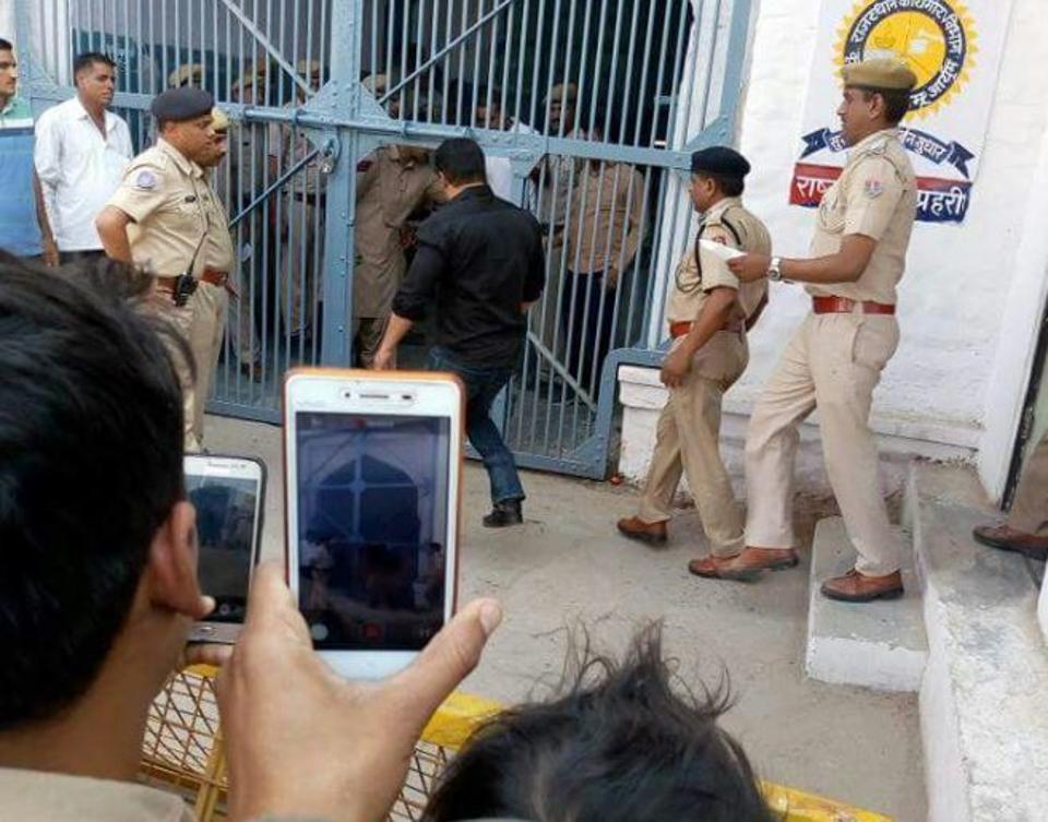 Salman Khan Going Inside Jodhpur Jail