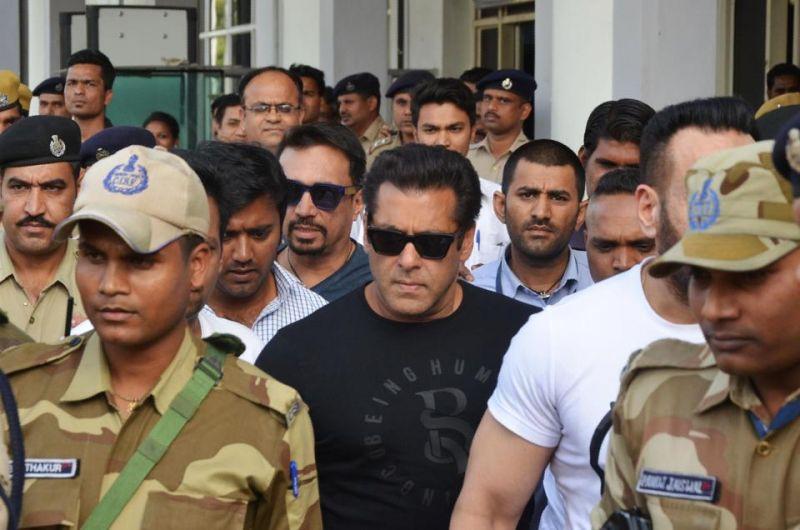 Salman Khan Jail With Bodyguards